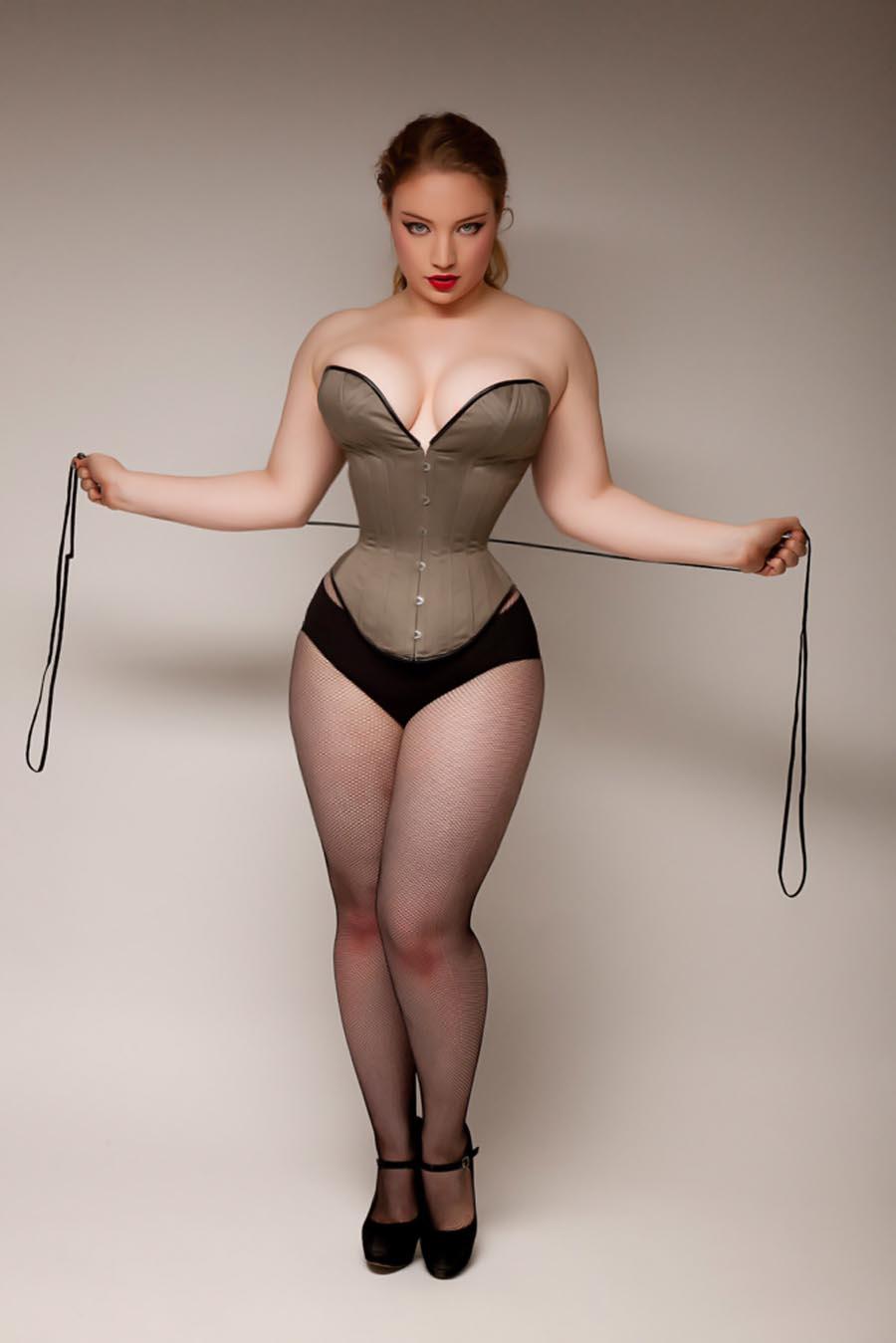 Эротика толстушки в корсете 5 фотография