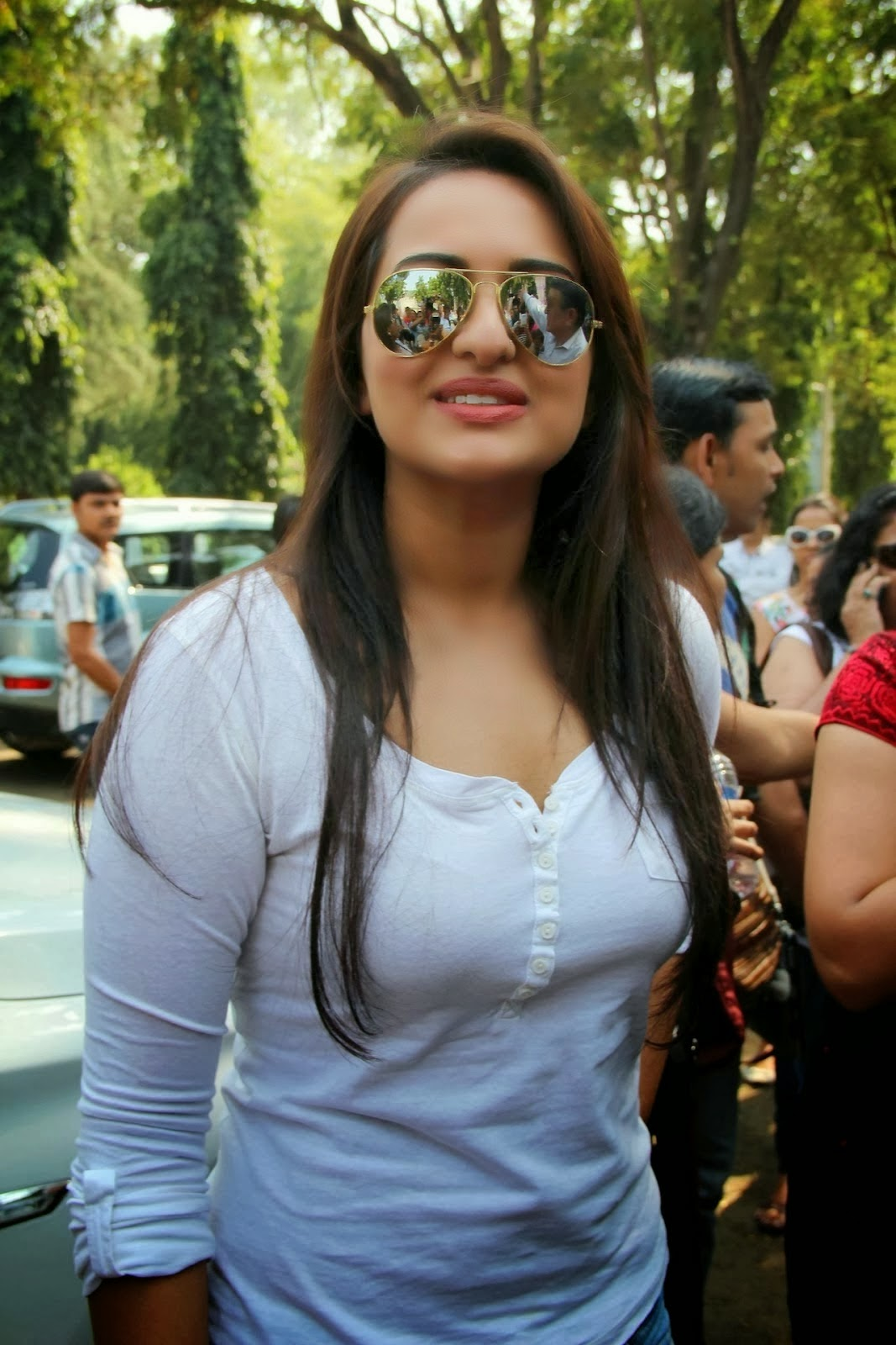 Sonakshi Sinha hot hd wallpapers collection 2014