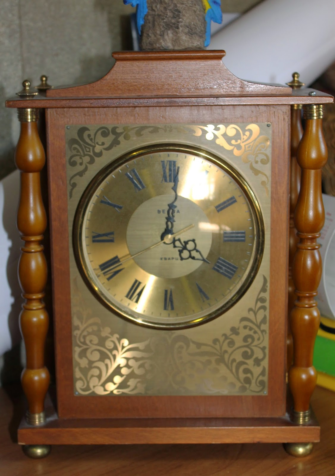 Старинные часы Весна