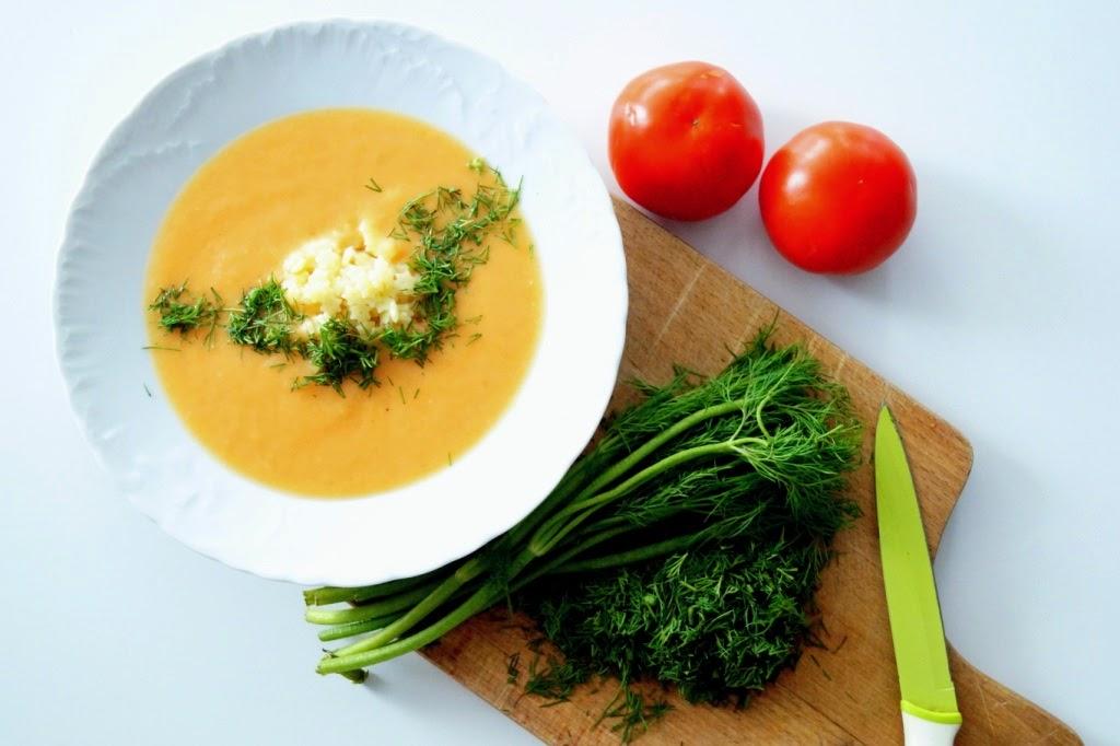 Krem z pomidorów z makaronem