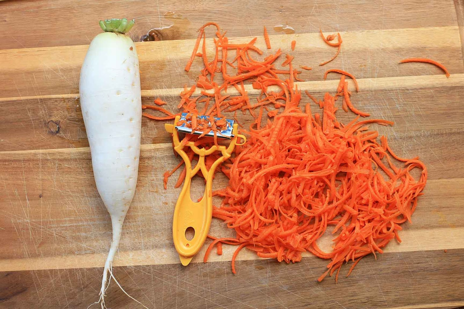 Do Chua- Pickled Carrot and Daikon | Girl Cooks World