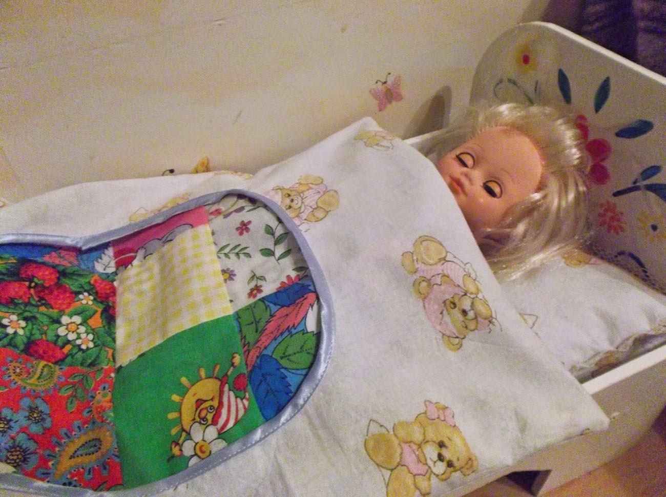 Как сделать постель для куклы фото 878