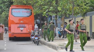 Đà Nẵng: Náo loạn vì xe khách bắt người làm con tin