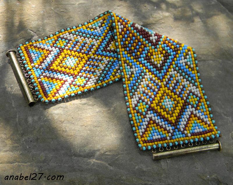 Широкий бисерный браслет с орнаментом
