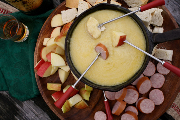 Irish Cheddar Whiskey Fondue