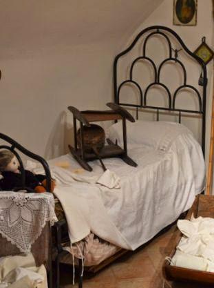 Arredo in antichi scaldaletto - A letto con mia madre ...