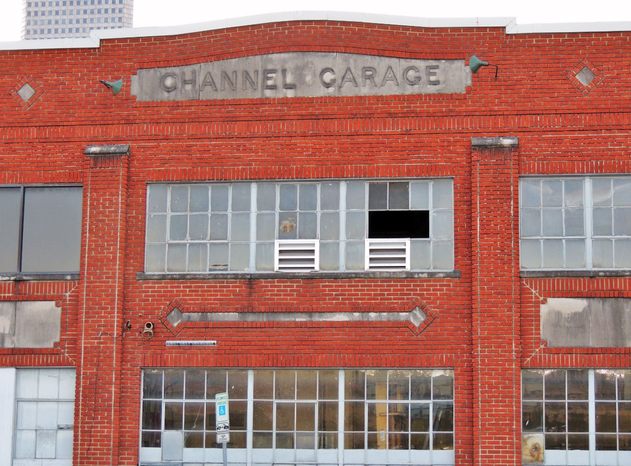 Channel garage red brick building in houston historic for Building a brick garage