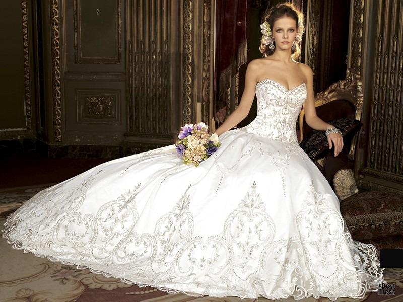 Y en tu boda civil no utilizarás el vestido largo de tus sueños pero sí un vestido que te hará lucir Hermosa y te sentirás única.