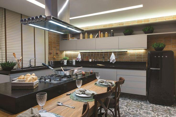 20 cozinhas modernas com bancadas pretas jeito de casa for Pisos com vitoria