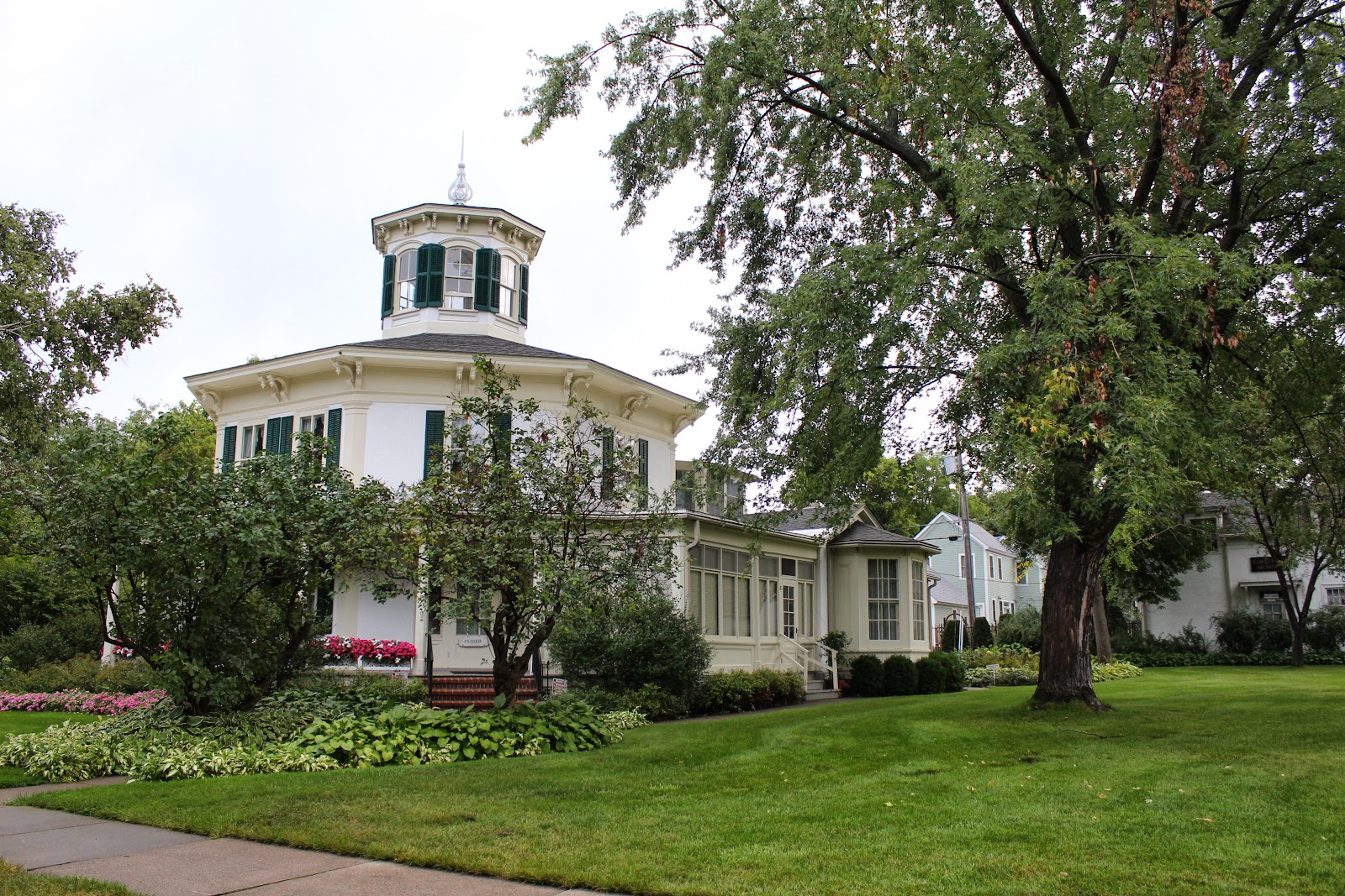 Wisconsin historical markers the octagon house museum for Octagon homes