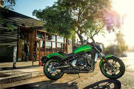 motor Kawasaki bergaya cruisher