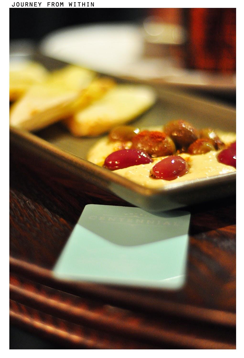 Hummus, olives, garlic & herb flatbread