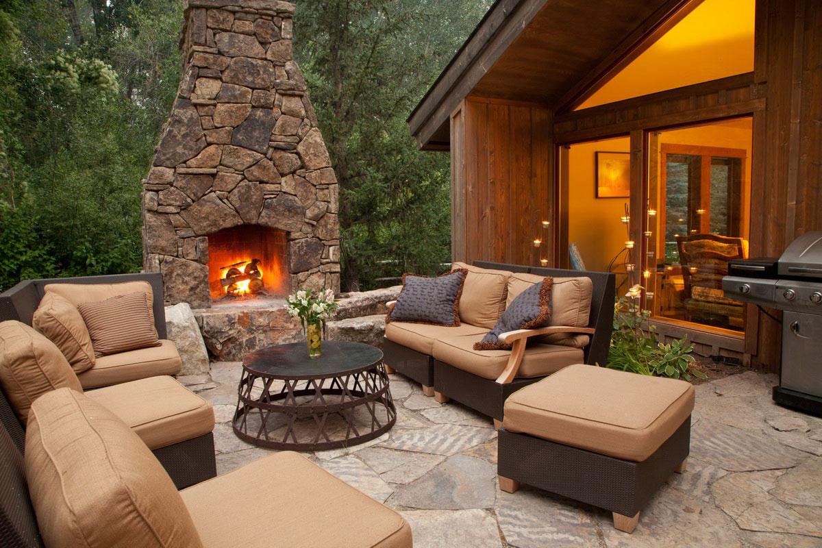 helpful outdoor fireplace ideas