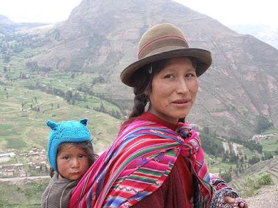 Mujer y niño quechuas
