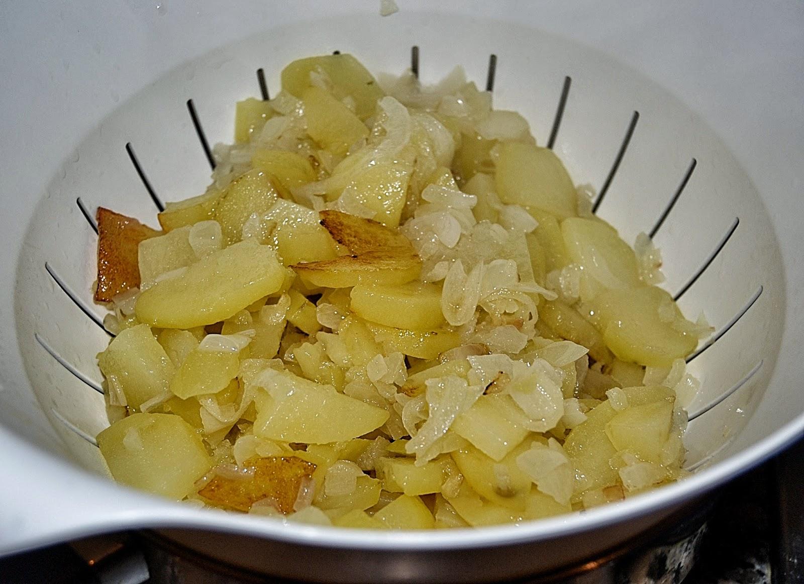 escurrir papas y cebolla