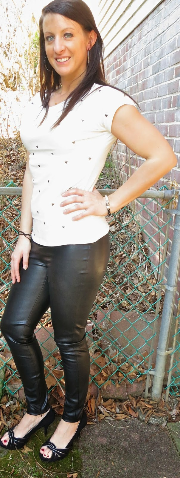 black pumps, leather heels, fashion, outfit, the girl that loves, heart tee