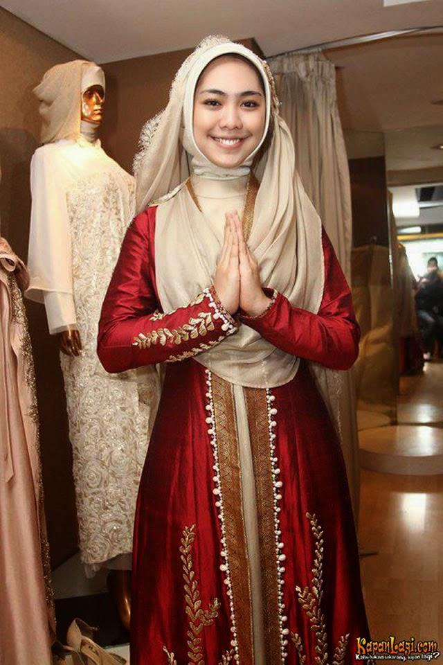 Model Baju Gaun Muslimah Artis