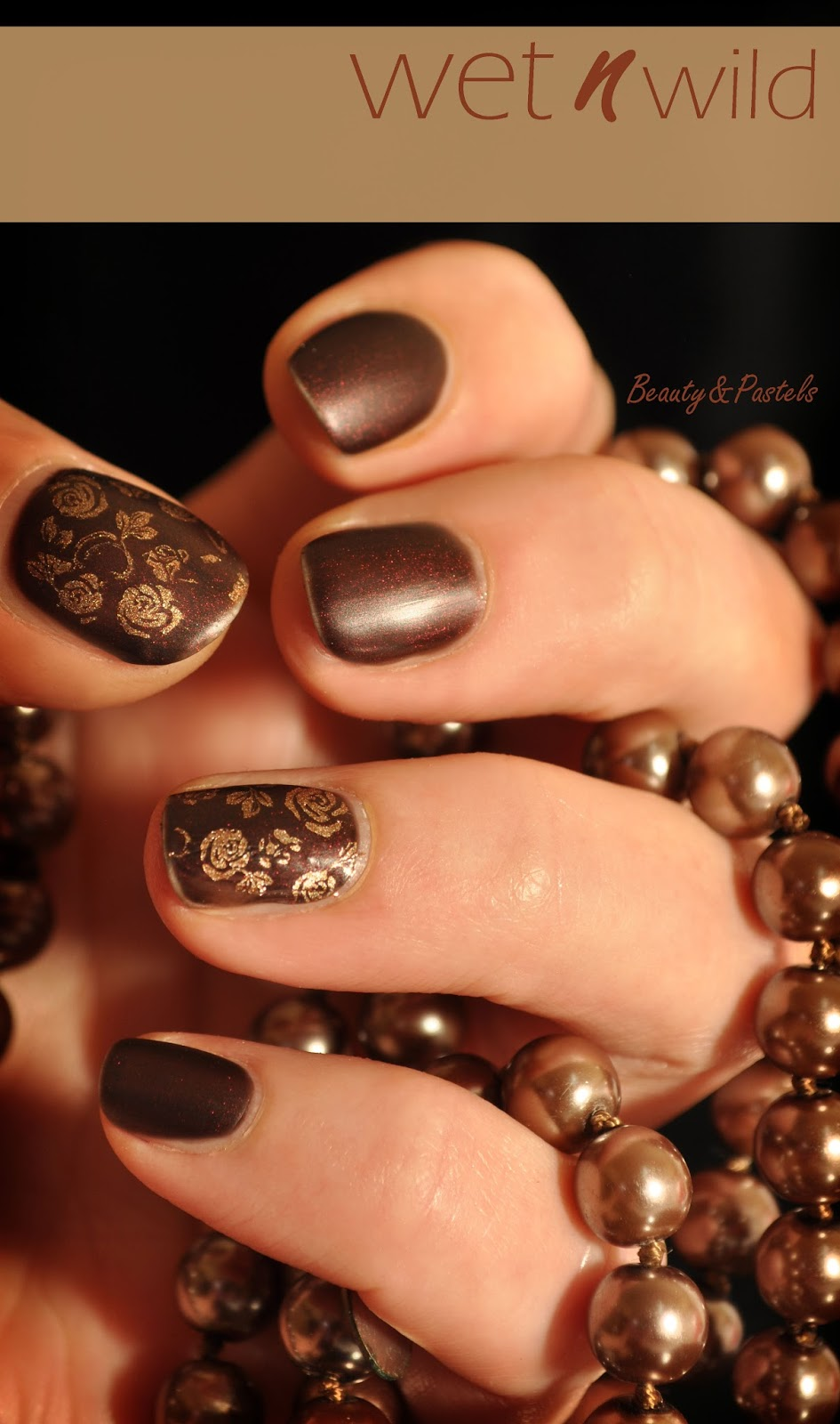 Naildesign-Rosenmuster