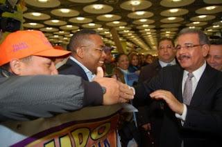 Danilo Medina afirma doce partidos lo respaldan