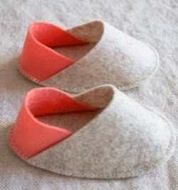 http://translate.googleusercontent.com/translate_c?depth=1&hl=es&prev=search&rurl=translate.google.es&sl=en&u=http://www.purlbee.com/2015/01/12/felt-baby-slippers/&usg=ALkJrhjsPGPF4at_T5SHkh8Ud04ZfA9SQg