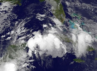 Tropischer Sturm DEBBY im Golf von Mexiko wird wahrscheinlicher, Hurrikansaison 2012, Atlantische Hurrikansaison, Karibik, Golf von Mexiko, Yucatán, Florida, Kuba, Debby, aktuell, Satellitenbild Satellitenbilder, Juni, 2012, Playa del Carmen, Cancún, Riviera Maya,