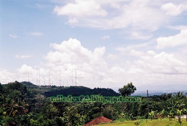 tower pemancar ulang stasiun televisi