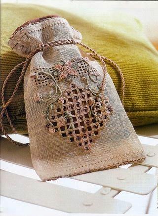 woreczek ozdobny haftowany