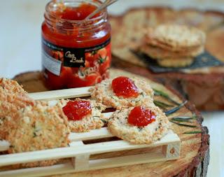 Galetes de formatge i romaní amb melmelada de tomàquet Can Bech - See more at: http://lacuinadeleri.blogspot.com.es/#sthash.KeSOPCj4.dpuf