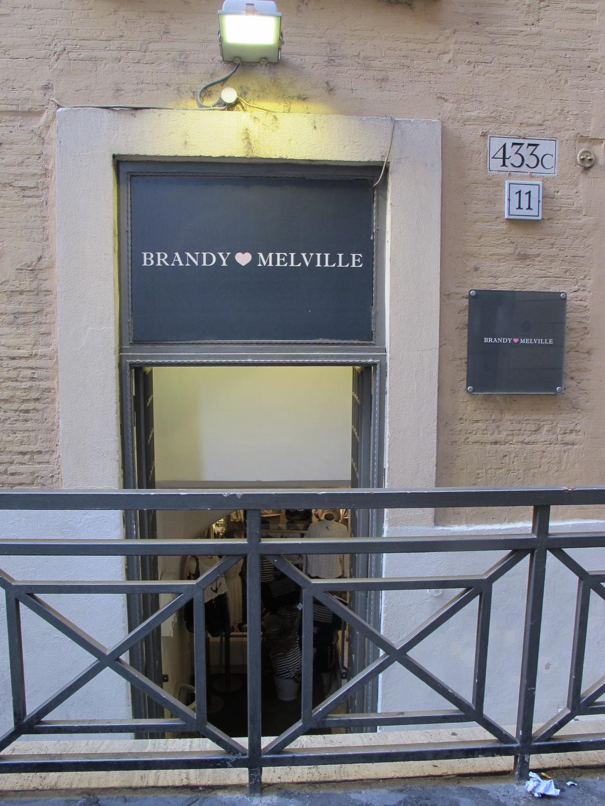 Myromanstyle brandy melville via del corso for Corner via del corso roma