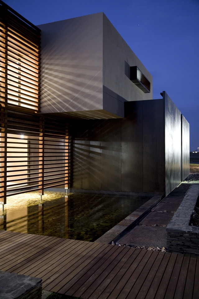 Modern facade of Serengeti House by Nico van der Meulen Architects at night