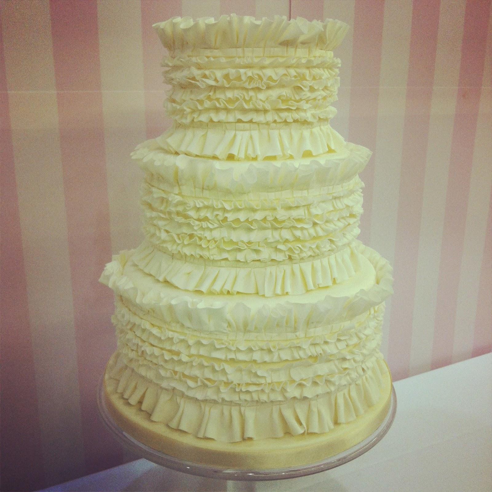 Plain White Wedding Cake Viewing Gallery