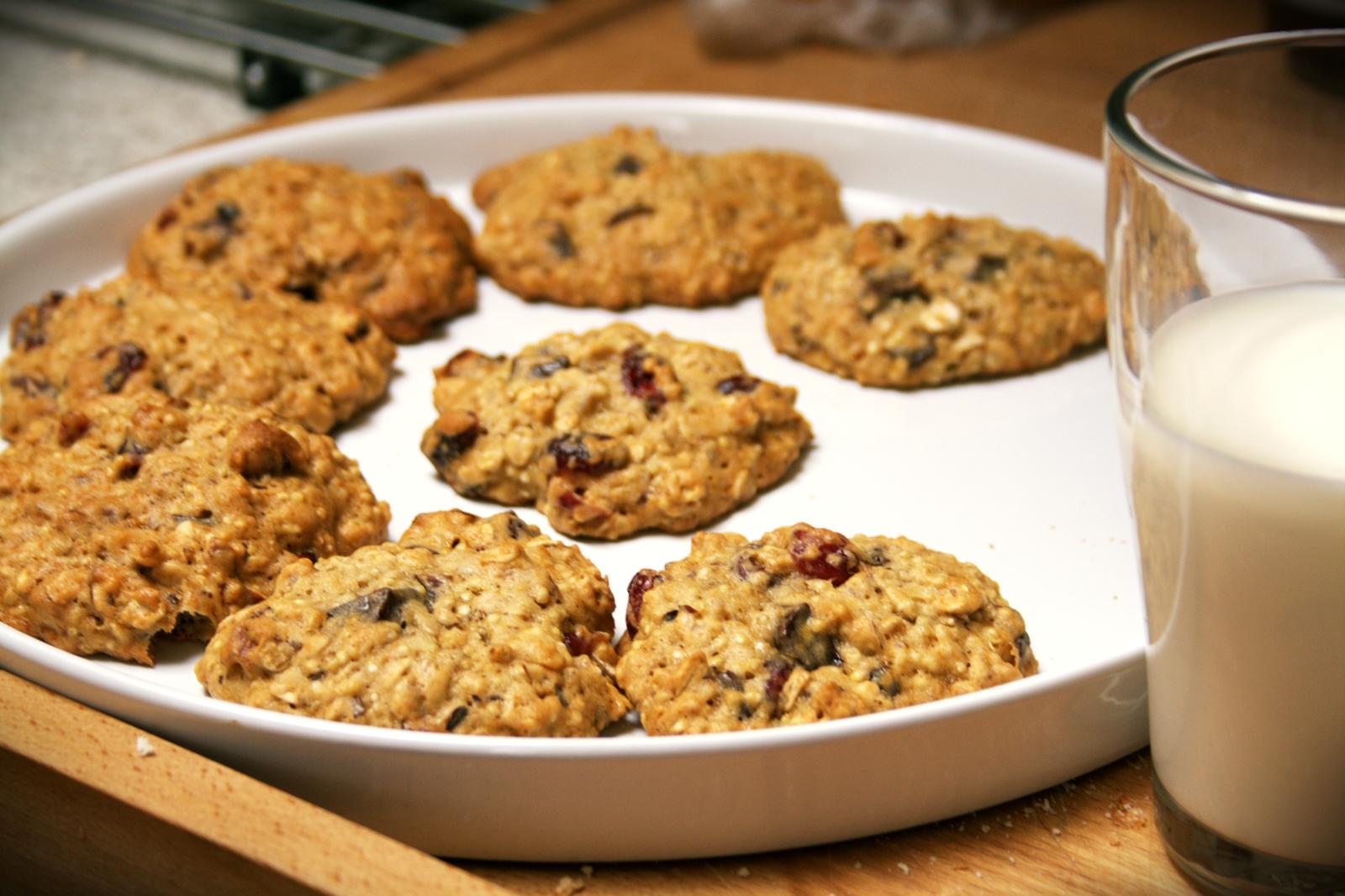 JosieLee: Chocolate-Cranberry Quinoa Cookies