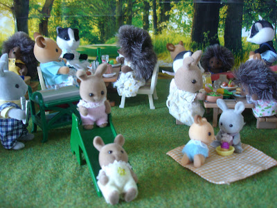 Sylvanian Families Diamond Jubilee Picnic Dappledawn Fawn Rabbit babies, Peter Brighteyes with BBQ