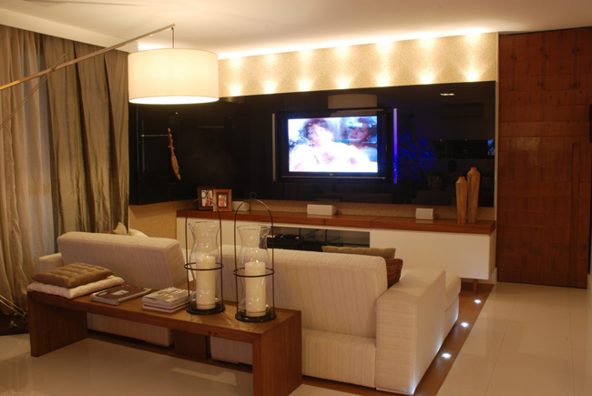 Decore criativo sala de tv - Sala home cinema ...