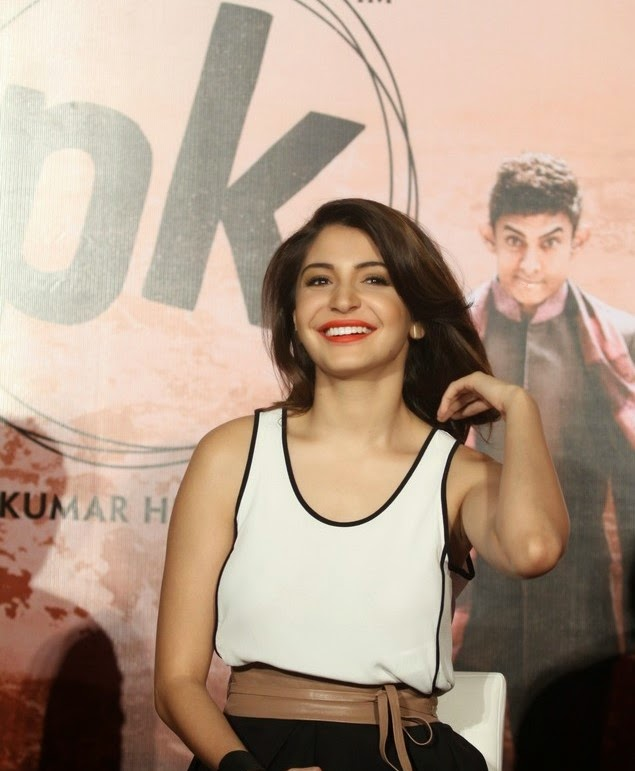 bollywood actress anushka sharma in pk movie wallpaper
