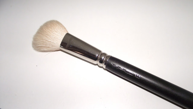 MAC 168 Large Angled Contour Brush Review