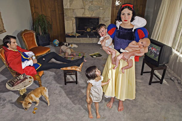 Fallen Princesses - fotografia de Dina Goldstein