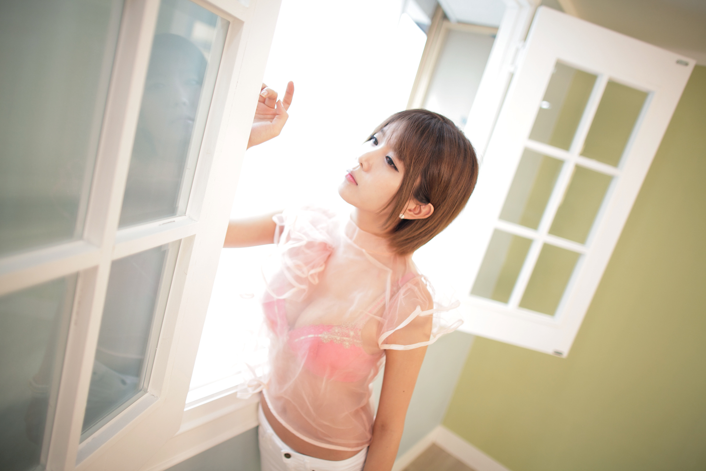 Heo Yun Mi sexy Với áo trong suốt để lộ nội y