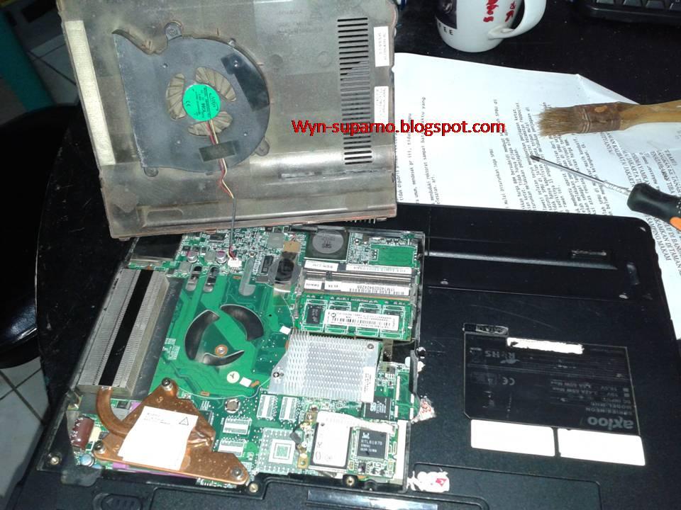 laptop lihat gambar berikut laptop axio neon yang lagi terbongkar