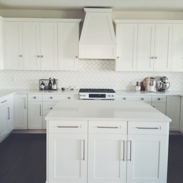 White Kitchen Counter: The Granite Gurus: Whiteout Wednesday: 5 White Kitchens