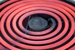 تحكم في الحرارة بدقة عالية جدا 'تيرمومتر رقمي' 4082104-close-up-of-red-glowing-heating-element-of-electric-range-oven-selective-focus