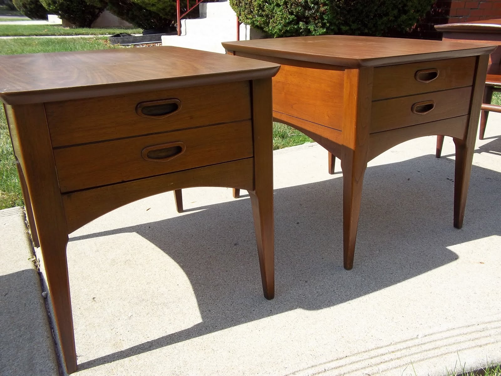 A pair of lane mid century danish style end side tables for Table th 100