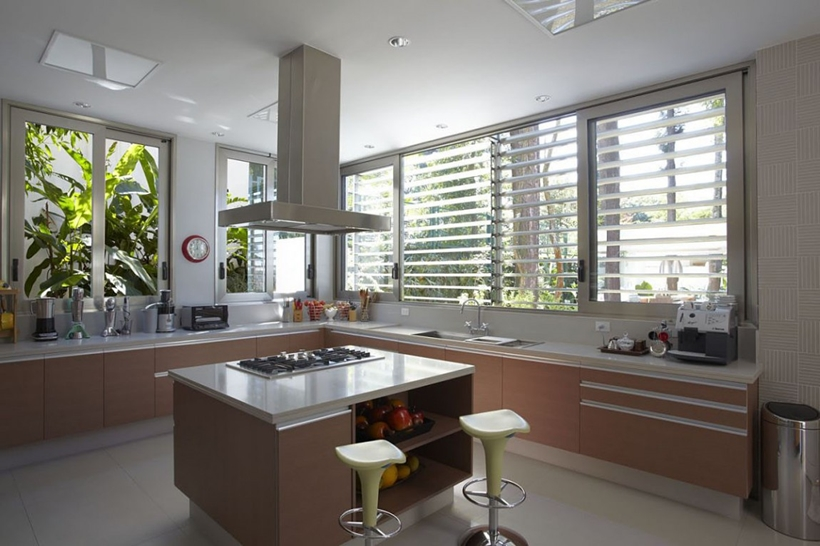 Kitchen in The Morumbi Residence by Drucker Arquitetura
