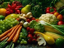 buah dan sayur yang mengandung vitamin sangat bermanfaat untuk kecantikan.