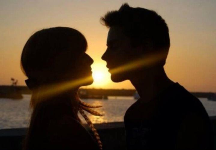 bella-thorne-kissing-garrett-backstrom