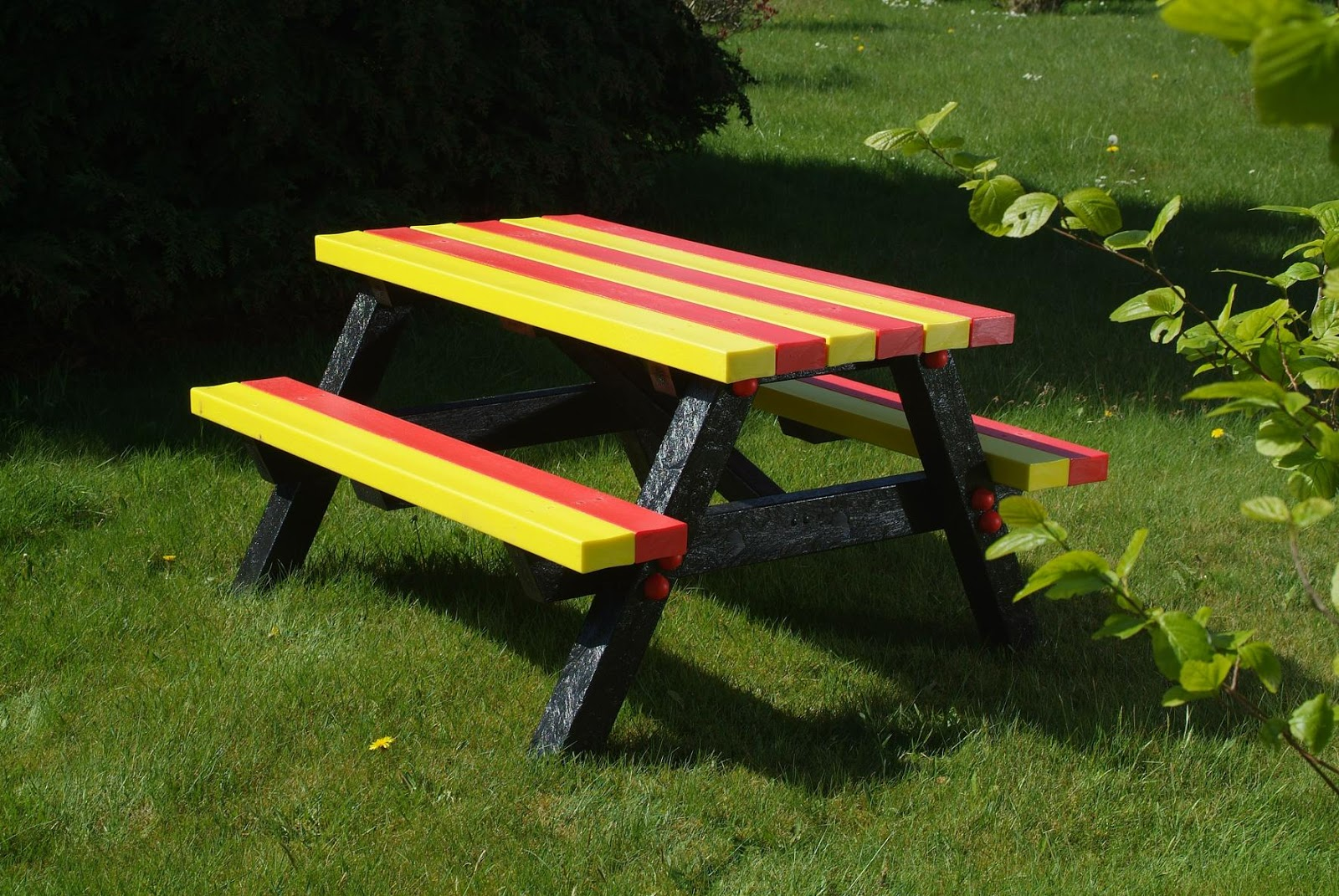 Wooden Picnic Tables Plastic picnic tables are