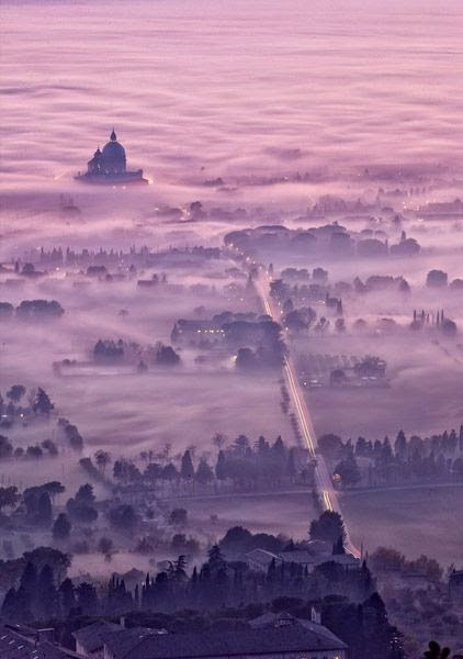 http://500px.com/photo/3701312/assisi-foggy-dusk-by-maurizio-rellini