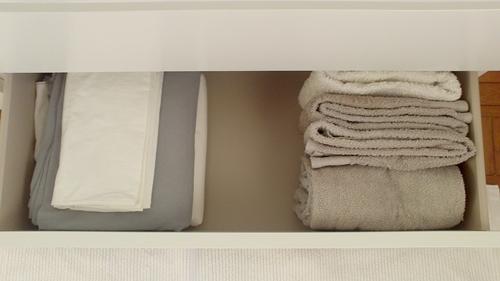 Simplificar a roupa de cama e as toalhas