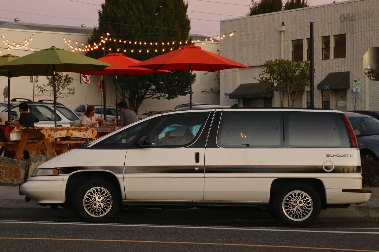 1990 Oldsmobile Silhouette minivan
