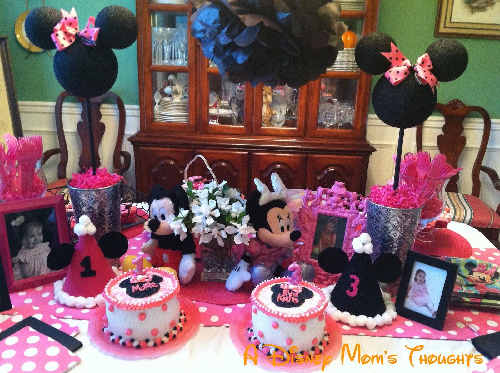 Minnie mouse party table decoration photograph table decor for Baby minnie mouse party decoration ideas